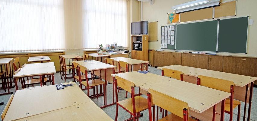 Nauczyciel zakażony koronawirusem, ponad 20 uczniów na kwarantannie. A dopiero co wrócili...