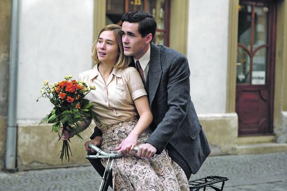 "Džulija Braun i Zofja Vihlač u seriji ""Svet u plamenu"""