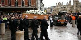 Pożegnano wybitną postać. Tłumy przed kościołem