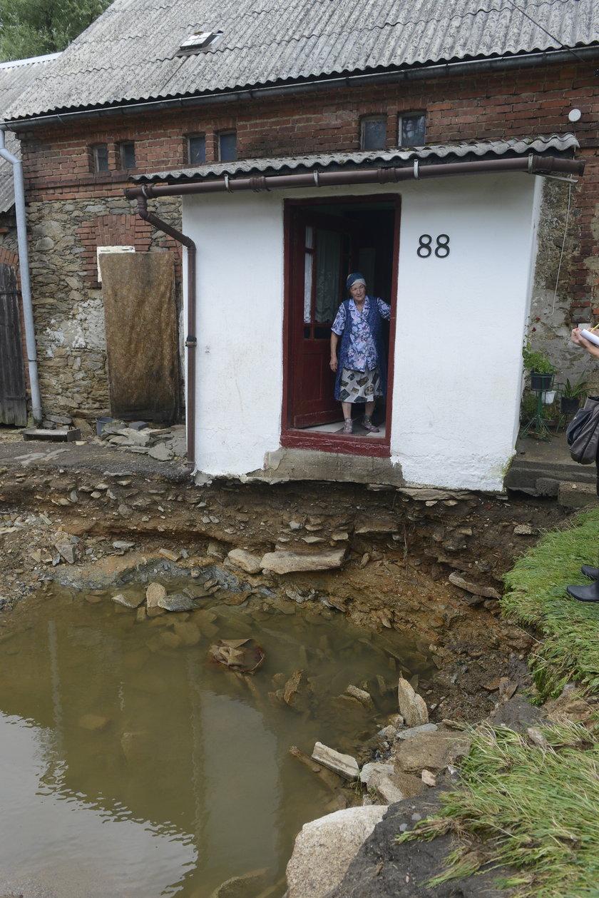 Nawałnica podmyła podwórko w Stankowicach