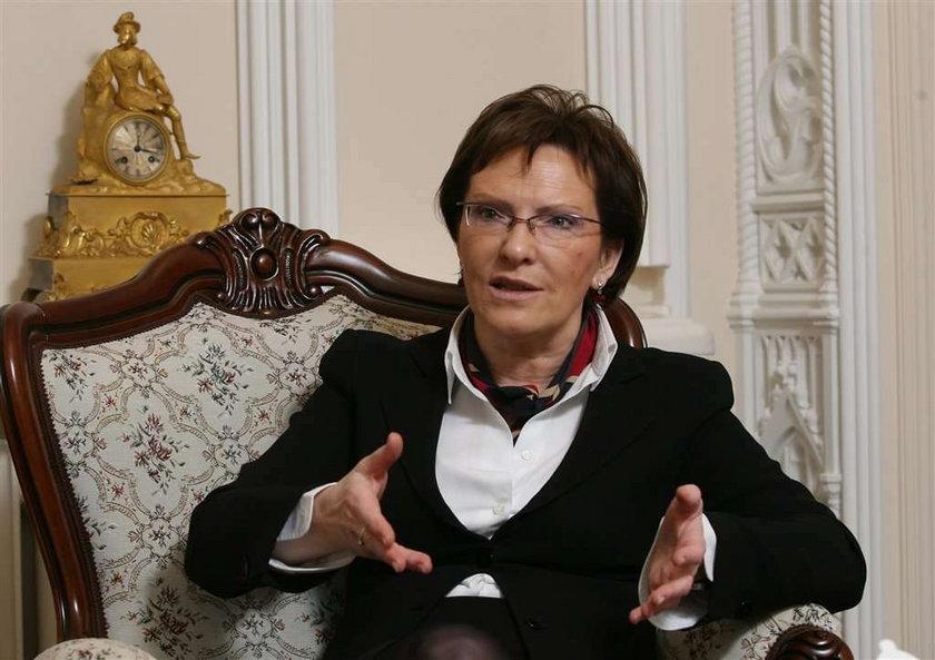 Ewa Kopacz przywiezie ciała 21 ofiar do Polski