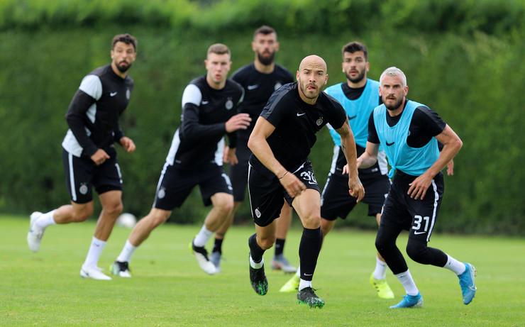 Detalj sa meča Crnih i Belih na treningu Partizana pred nastavak Superlige Srbije