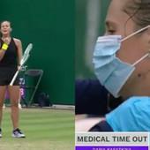 ŠOK SCENA NA ČUVENOM TURNIRU! Ruska teniserka DAVILA I GREBALA SEBE usred meča, šokirala i lekare koji su morali da joj ukažu pomoć! /VIDEO/