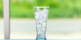 Jak schłodzić napój w minutę? Użyj soli
