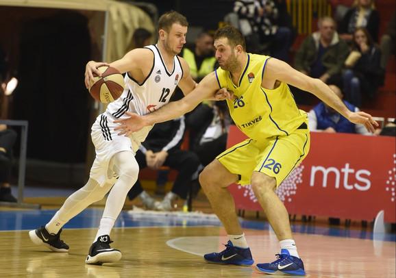Dragan Labović u duelu sa Novicom Veličkovićem