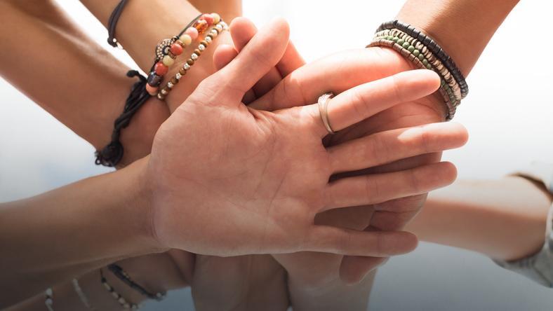 Utrzymywanie więzi społecznych uważa się za jedną z podstawowych potrzeb człowieka