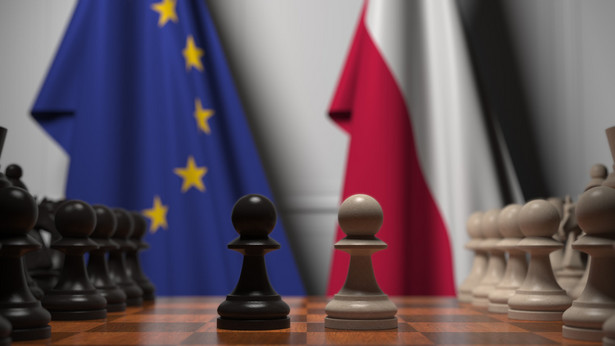 Według Warszawy mechanizm praworządnościowy narusza zasadę równego traktowania i jest nadużyciem władzy