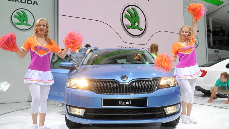 Rapid, debiutujący kilka miesięcy po wejściu do sprzedaży najmniejszego modelu citigo, to nowa, kompaktowa limuzyna Skody. W opinii konstruktorów rapid może wygodnie przewiezie pięć osób.