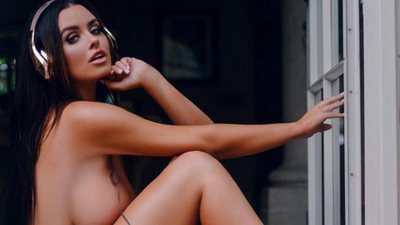 """Amerykańska modelka co jakiś czas wrzuca do sieci bardzo pikantne zdjęcia. Teraz wystąpiła """"ubrana"""" jedynie w tenisówki i słuchawki. Nagą fotkę w bardzo krótkim czasie polubiło ponad 130 tys. użytkowników Instagrama."""