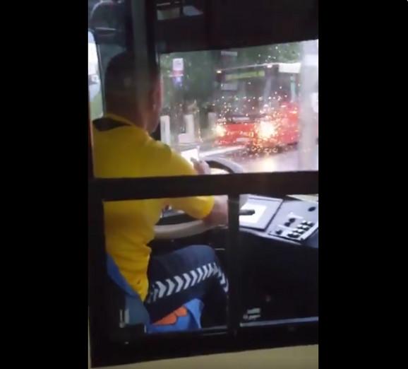 Vozač koji je više puta snimljen kako ugrožava bezbednost putnika