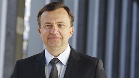 """Wiesław Żyznowski znalazł się na 18. miejscu w rankingu najbogatszych Polaków magazynu """"Forbes"""". Teraz poznaliśmy jego dokładne zarobki."""