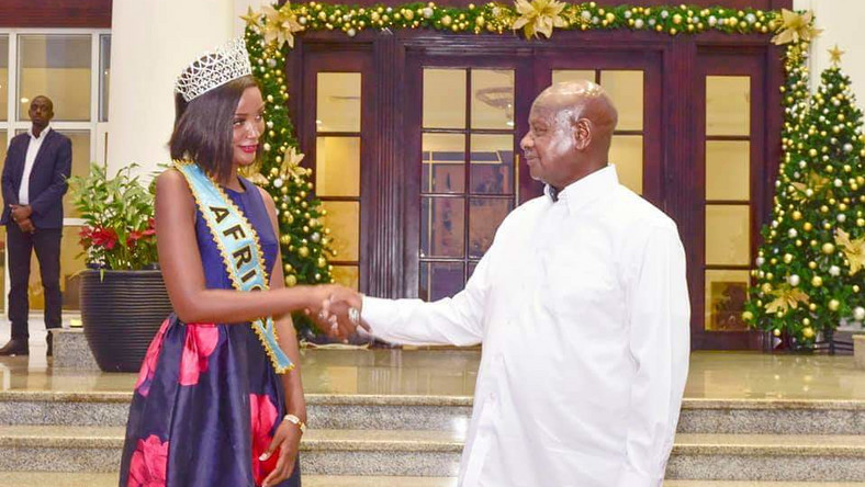 Miss Uganda Abanakyo Quiin shaking hands with President Museveni at State House in Entebbe