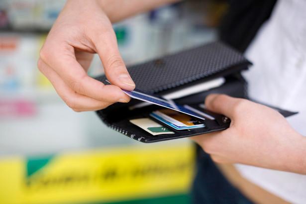 Nowy obowiązek ma dotyczyć tych przedsiębiorców, którzy oferują płatności kartą oraz tych, którzy stosują kasy online