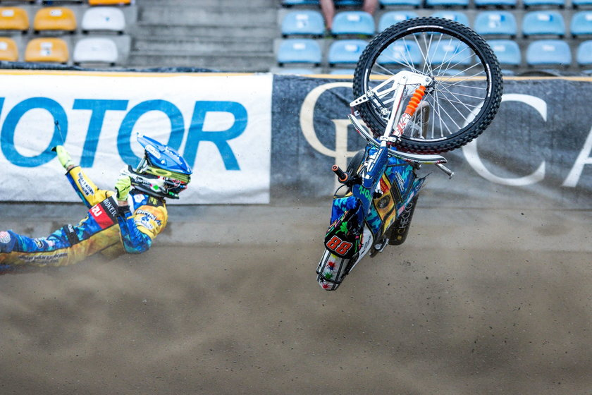 Do wypadku z udziałem Nielsa Kristiana Iversena doszło w 1. wyścigu spotkania Stal Gorzów – Motor Lublin, gdy duński zawodnik atakował Mateja Zagara.