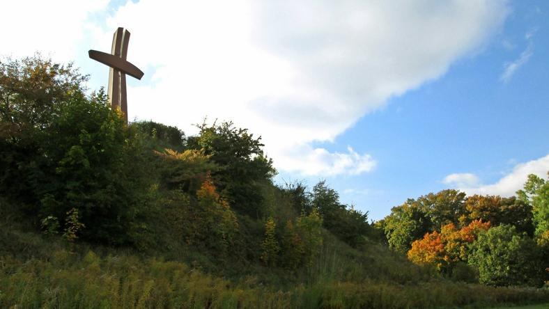 Krzyż Milenijny znajduje się na Górze Gradowej w Gdańsku