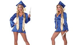 Kobiety z doktoratem recenzują seksowny kostium