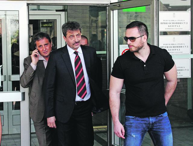Cvetan vasilev (u sredini) izbegao i ekstradicioni pritvor