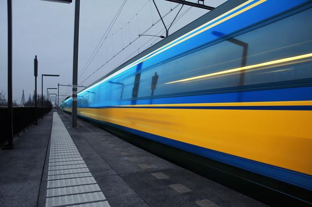 Inwestycje kolejowe związane z Euro 2012 mają pochłonąć 9 mld euro - zapowiedział minister infrastruktury Cezary Grabarczyk.