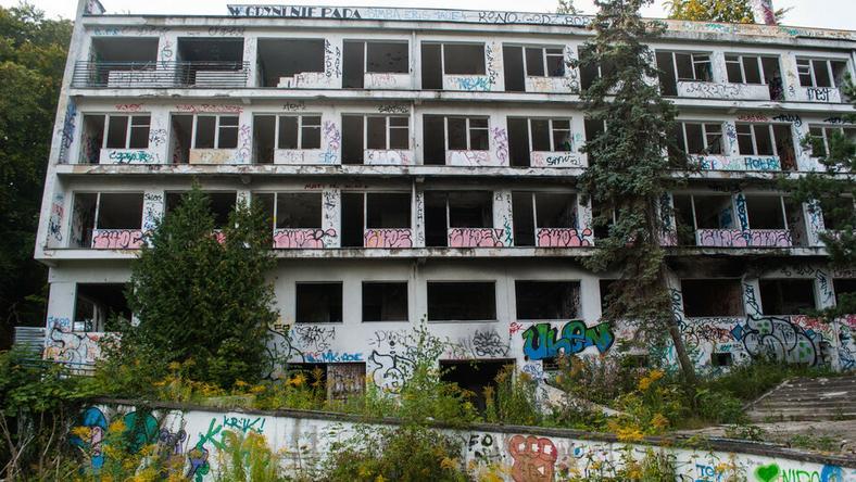 Od ponad 10 lat budynek sanatorium w Orłowie stoi pusty