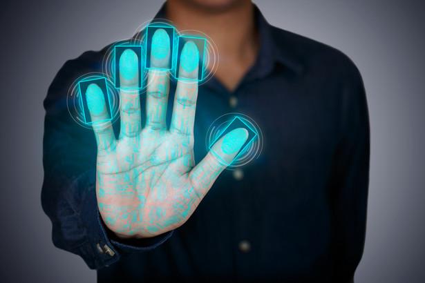 Z badania cyberprzestępczości przeprowadzonego przez Kaspersky Lab wynika, że już teraz istnieje co najmniej dwunastu sprzedawców oferujących skimmery potrafiące kraść odciski palców.