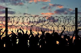 Czarnecki: Można rozważyć przyjmowanie uchodźców na leczenie lub rehabilitację