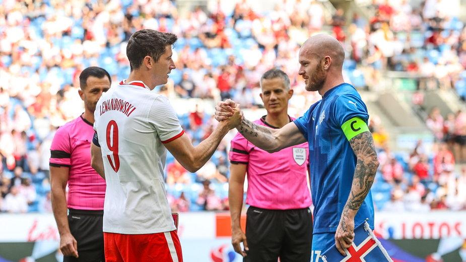 Robert Lewandowski podczas meczu z Islandią