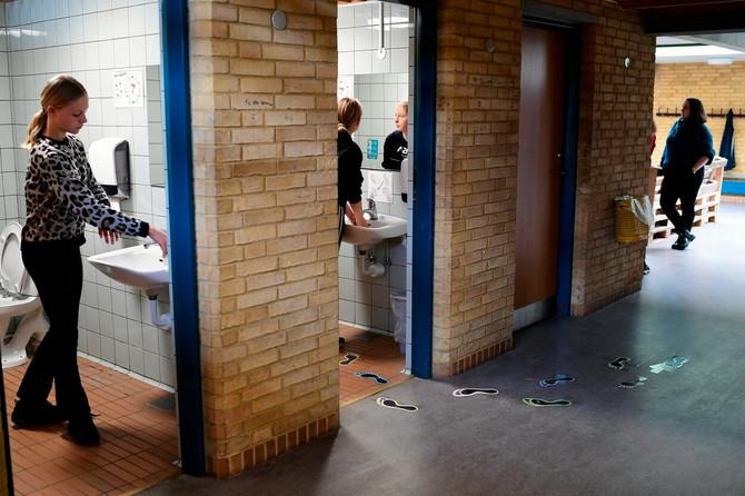Danska je otvorila škole, a potom i salone