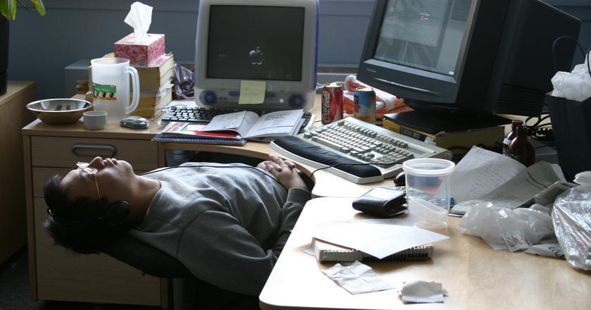 Badanie przeprowadzone w Wielkiej Brytanii wykazało, że przeciętny pracownik biurowy produktywnie pracuje niespełna 3 godziny