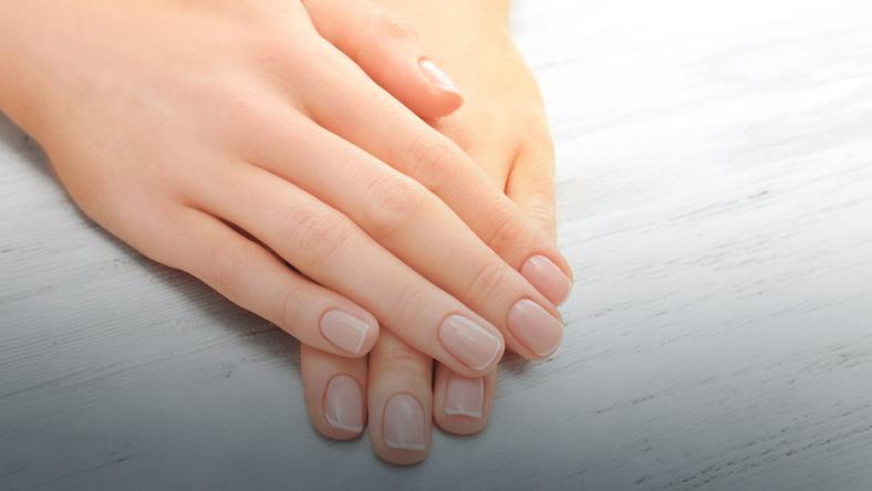 3deea2e895dae7 Co oznaczają dołki, paski i białe plamki na paznokciach? - Uroda