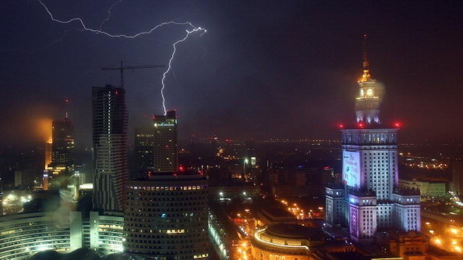 POLITICO: nad Polską wisi pięć poważnych kryzysów politycznych