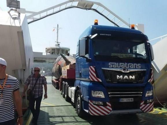 Kamion tegljač vozio je nekadašnji ponos jugoslovenske mornarice