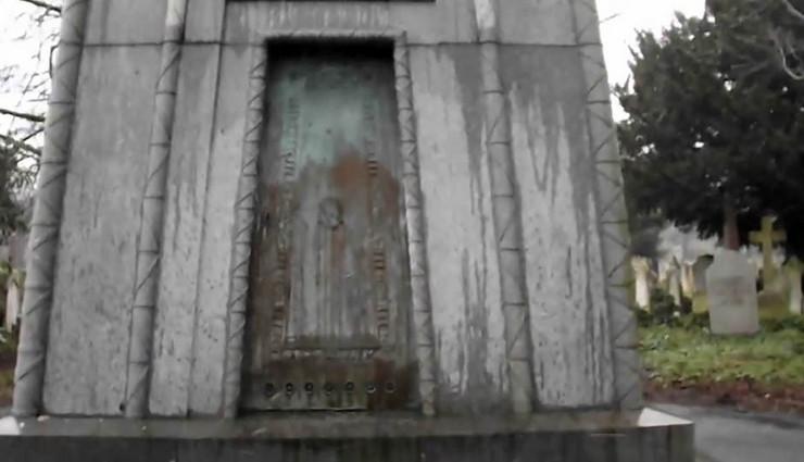 grobnica vremenska masina01 print skrin youtube Tim P
