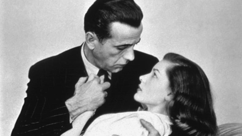 """Gdy w 1944 roku spotkali się na planie filmu """"Mieć i nie mieć"""", ona miała tylko 19 lat, a on miał na koncie trzy nieudane małżeństwa. To musiała być wielka miłość, bo zostali ze sobą na długie lata. Na dobre i na złe, aż do śmieci Bogarta w 1957 roku."""
