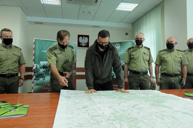 Premier spotkał się z przedstawicielami służb na przejściu granicznym w Kuźnicy.