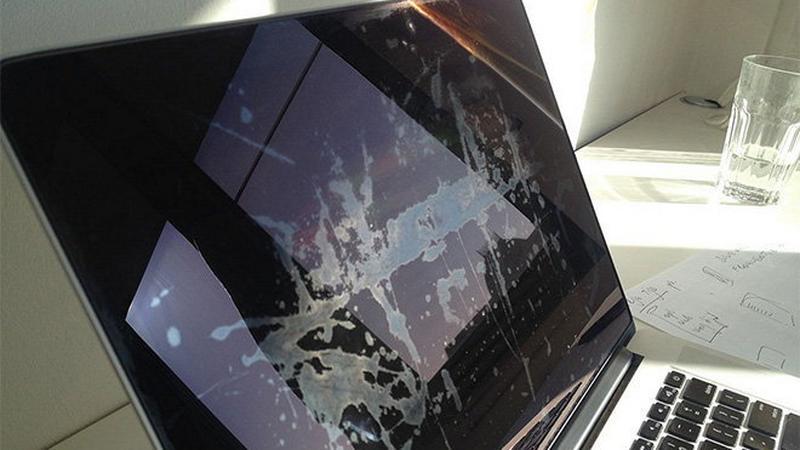 Apple wymieni wadliwe ekrany w MacBookach