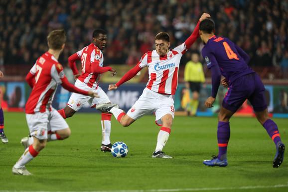 Milan Pavkov postiže pogodak protiv Liverpula
