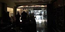 Pasażerowie koczują na lotnisku. Padło zasilanie