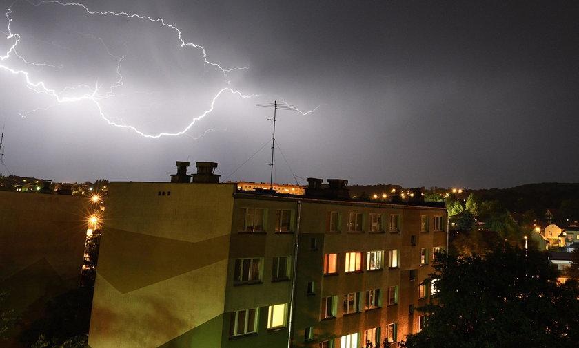 Uwaga na gwałtowne burze z gradem. IMGW ostrzega