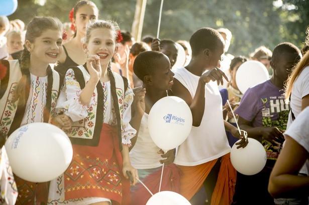 Wśród młodych artystów, którzy przyjadą do Polski w ramach tegorocznej edycji projektu Brave Kids jest kenijska grupa Kainonia. W tym roku odwiedzi ona Wrocław. W jej skład wchodzą dzieci, które na co dzień mieszkają w bardzo trudnych warunkach, w afrykańskich slumsach., Fot. Slawomir Przerwa