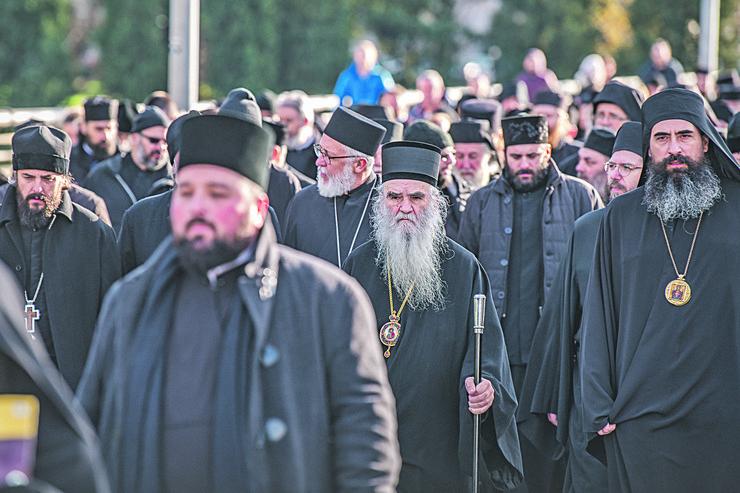 Zakon nije  usklađen sa ustavom, kaže Amfilohije