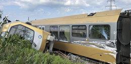 Pociąg wykoleił się przed mostem. Wielu rannych