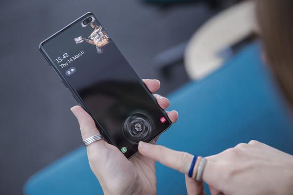 Dinamičan AMOLED ekran stiže sa ultrazvučnim skenerom otiska prst  u ekranu koji čita 3D konture palca