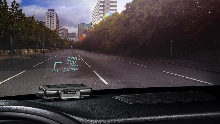 Garmin HUD wyświetla obraz na szybie samochodu lub na własnym przezroczystym ekr