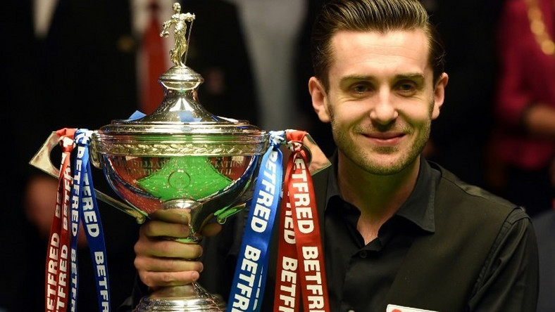 England's Mark Selby lifts the trophy after beating Scotland's John Higgins in the World Championship Snooker final at The Crucible in Sheffield, northern England on May 1, 2017