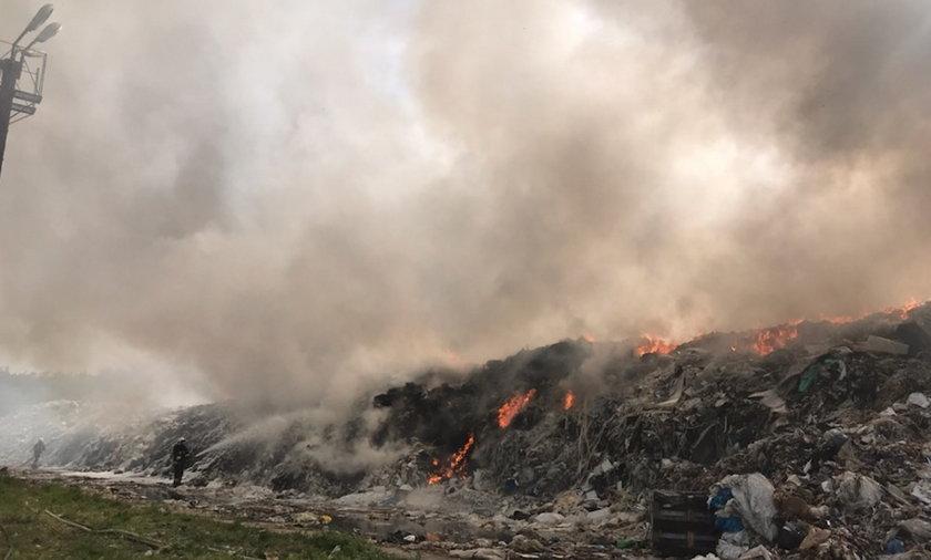 Płonie składowisko odpadów w Teodorowie