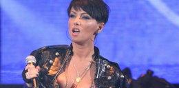 Co jej się stało z piersiami?
