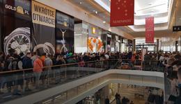 Ogromne kolejki przed otwarciem salonu Xiaomi