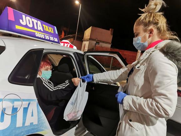 Taksi udruženja i volonteri pomažu penzionerima u Jagodini