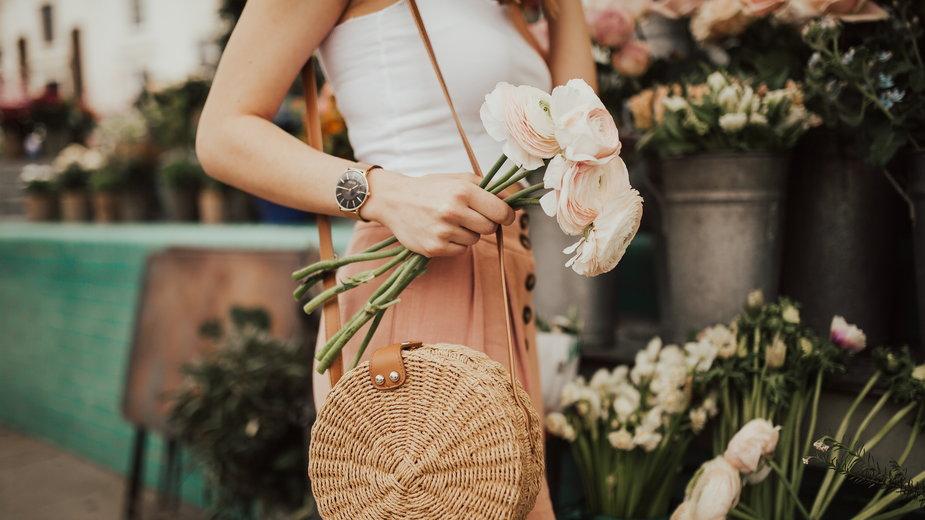 Hit na lato: plecione torebki i plecaki