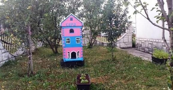 Milenko napravio košnicu u obliku kućice